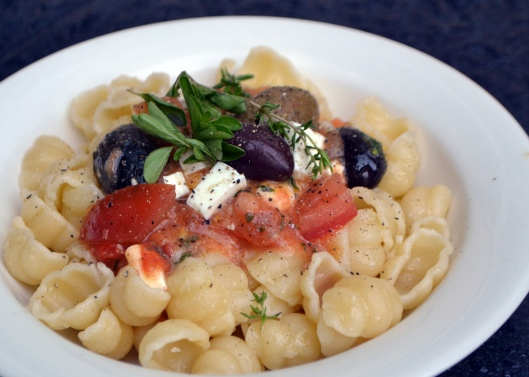 pasta m tomat, feta o oliver