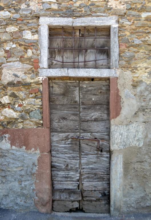 dörr på ett rustico