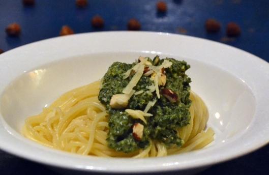 pasta m grönkål o hasselnötter
