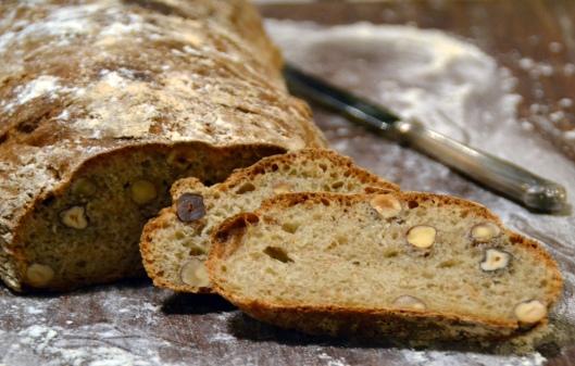 bröd m hasselnötter