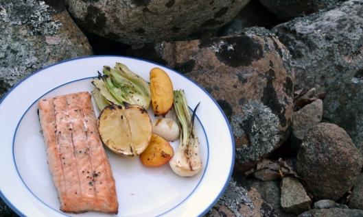 grillad lax m grillade grönsaker