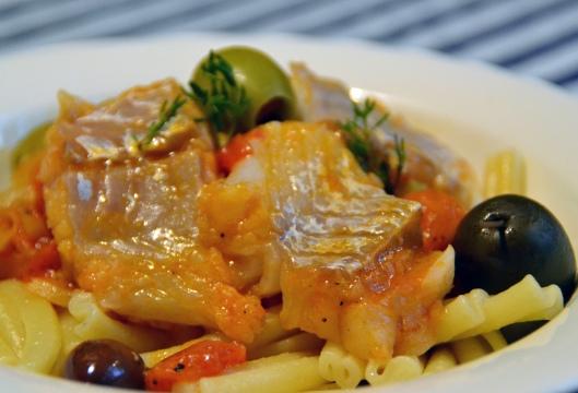 torsk fänkål o oliver i tomatsås