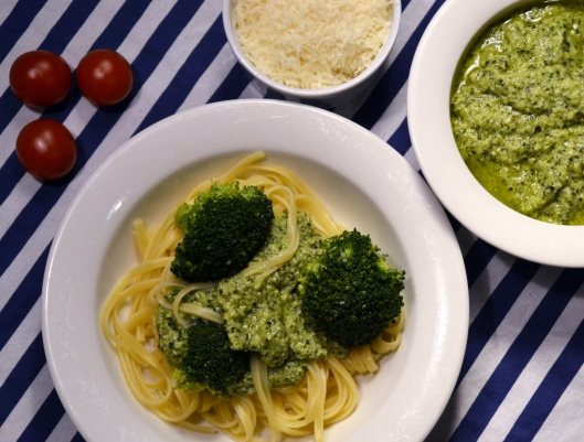 pasta m broccolipesto