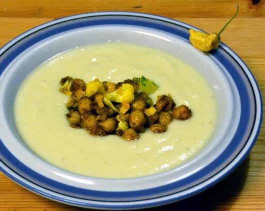 blomkalssoppa-m-currystekta-kikartor2